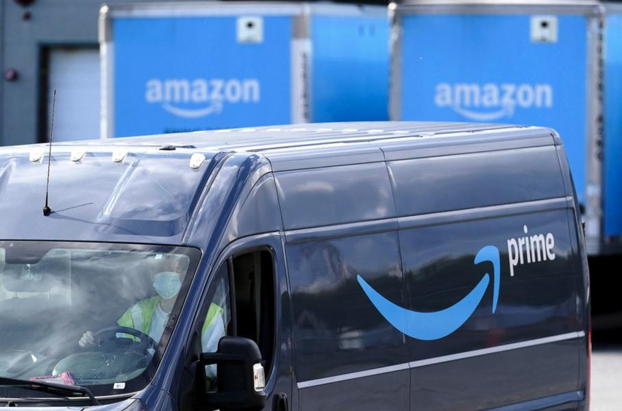 Amazons ägare, Jeff Bezos har enligt affärstidningen Forbes en personlig förmögenhet på motsvarande omkring tusen miljarder kronor.