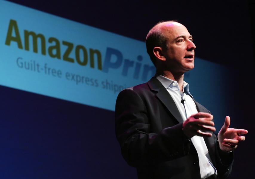 2014 korades Jeff Bezos till världenssämsta chefav världsfacket Ituc som motiverade det med att företagets anställda behandlas som robotar.