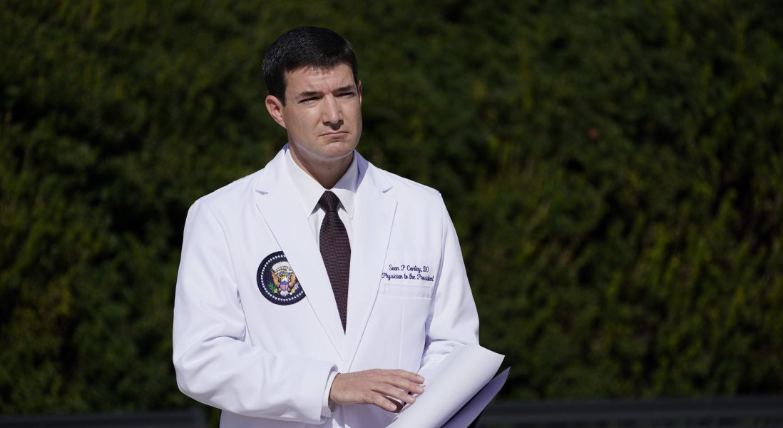Enligt Vita huset-läkaren Sean Conley är USA:s president DonaldTrumpnu symptomfri från covid-19.