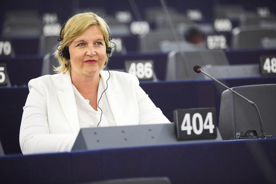 Karin Karlsbro (L) hör till dem som anser att EU måste gå tuffare fram mot medlemsländer som inte lever upp till rättstatens principer.