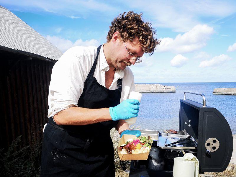 Petter Bendelin producerar egna hantverksgjorda vegankorvar.
