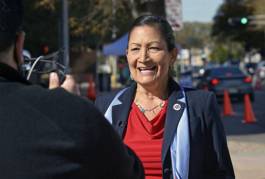 Deb Haaland, demokratisk ledamot i representanthuset från New Mexico, nämns som kandidat till inrikesminister med ansvar för bland annat den omstridda oljeledningen Keystone XL.