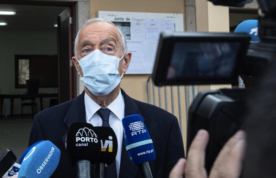 Portugals president Marcelo Rebelo de Sousa väljs om med betryggande segermarginal.