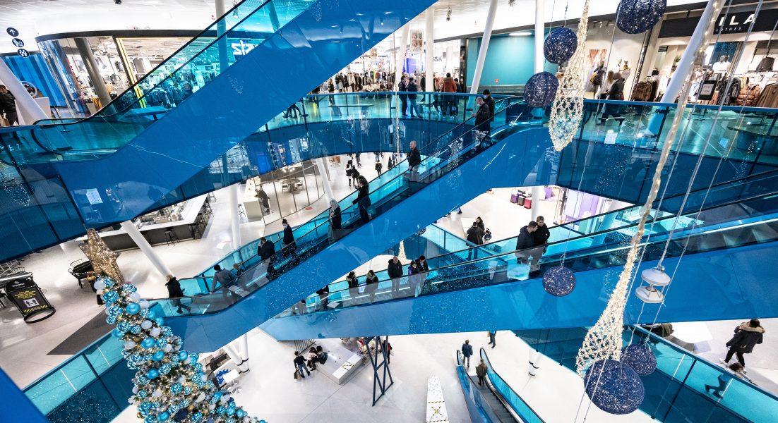 Ett köpcentrum dan före dan brukar inte se ut som den här gallerian i Malmö den 22 december 2020.