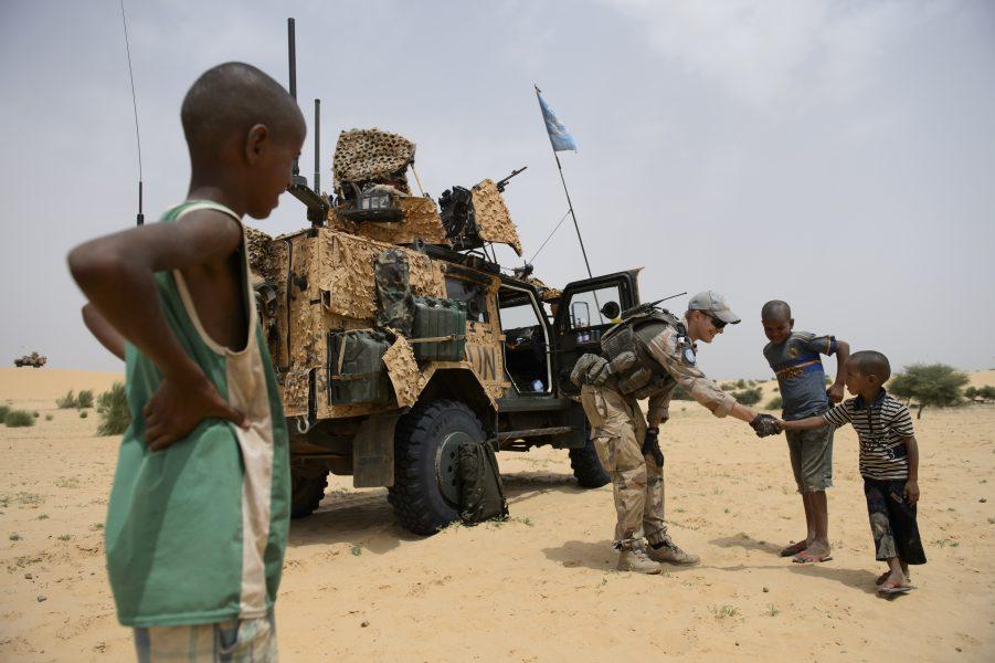 Svenska soldater i FN-insatsen Minusma på patrull i Mali 2015.