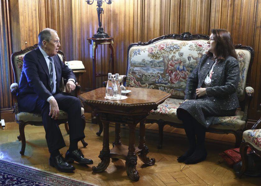 Sveriges utrikesminister Ann Linde med Rysslands utrikesminister Sergej Lavrov.