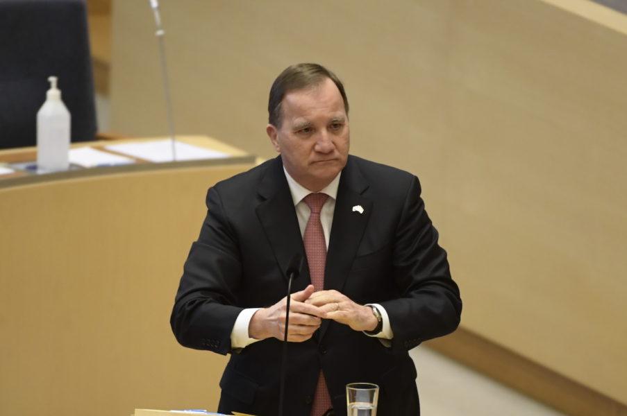 Statsminister Stefan Löfven (S) svarar på frågor i riksdagen.