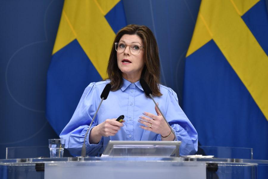 Arbetsmarknadsminister Eva Nordmark (S) vill stärka skyddet för visselblåsare.
