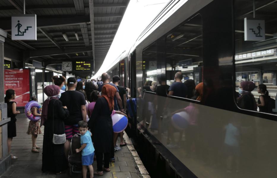 Tågpassagerare i EU ska få stärkta rättigheter genom nya regler som nu blivit klara.