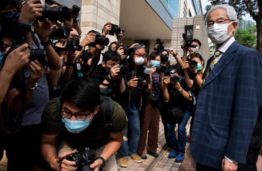 Advokaten och demokratikämpen Martin Lee anländer till domstolen i Hongkong på torsdagen.