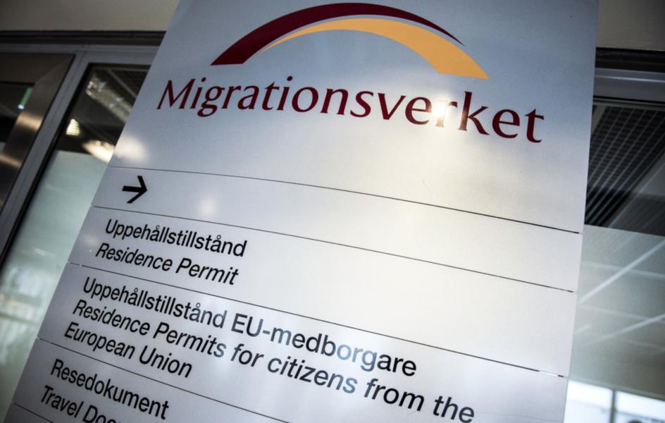Det tar i snitt 35 minuter innan någon svara i telefonen hos Migrationsverket.