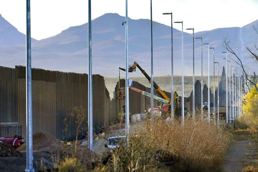 Bygge av USA:s gränsmur mot Mexiko i fjol.