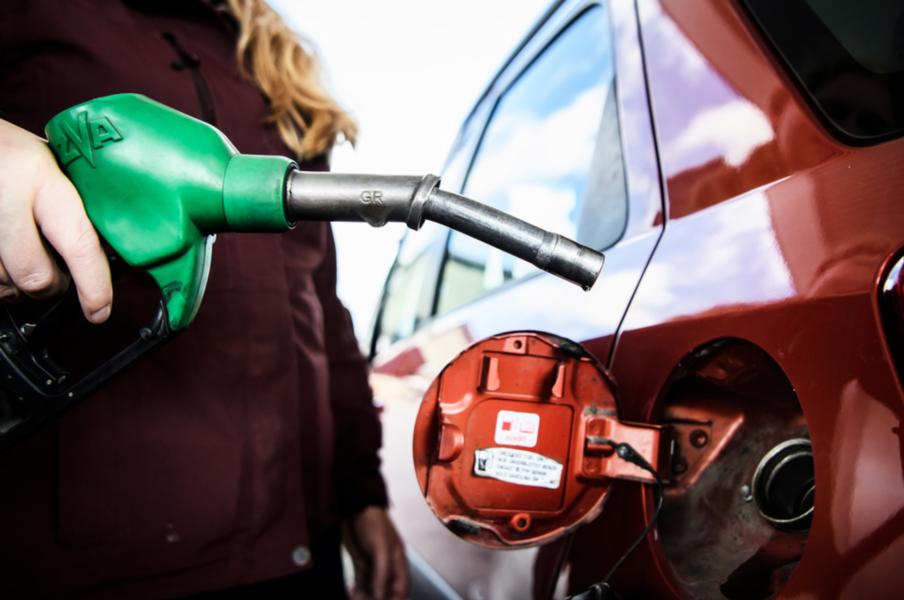 Den 1 augusti kommer E10 bli den nya standardbensinen vid landets bensinmackar och ersätta dagens 95-oktaniga bensin.