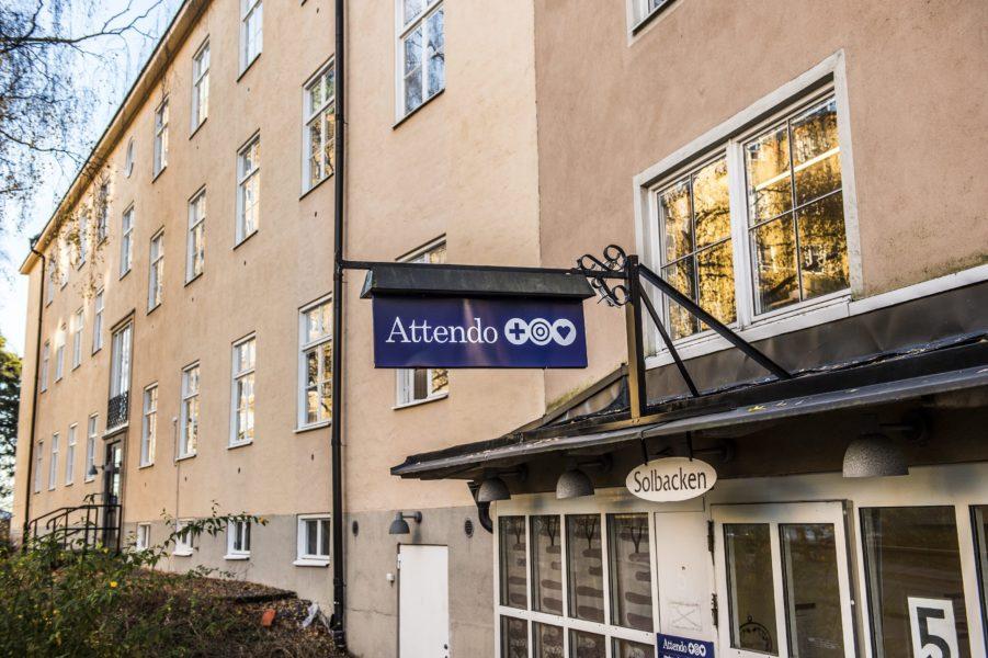 Den privata vårdjätten Attendo har kritiserats hårt efter att det stod klart att bolaget tagit ut miljonbelopp i coronastöd från staten och samtidigt delat ut bonusar till ledningen.