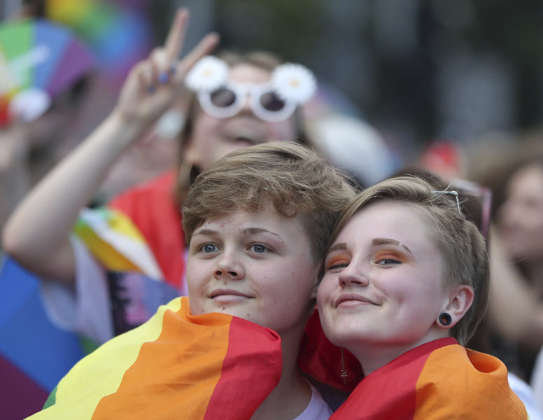 Stolta deltagare i 2019 års prideparad i Warszawa, Polen.
