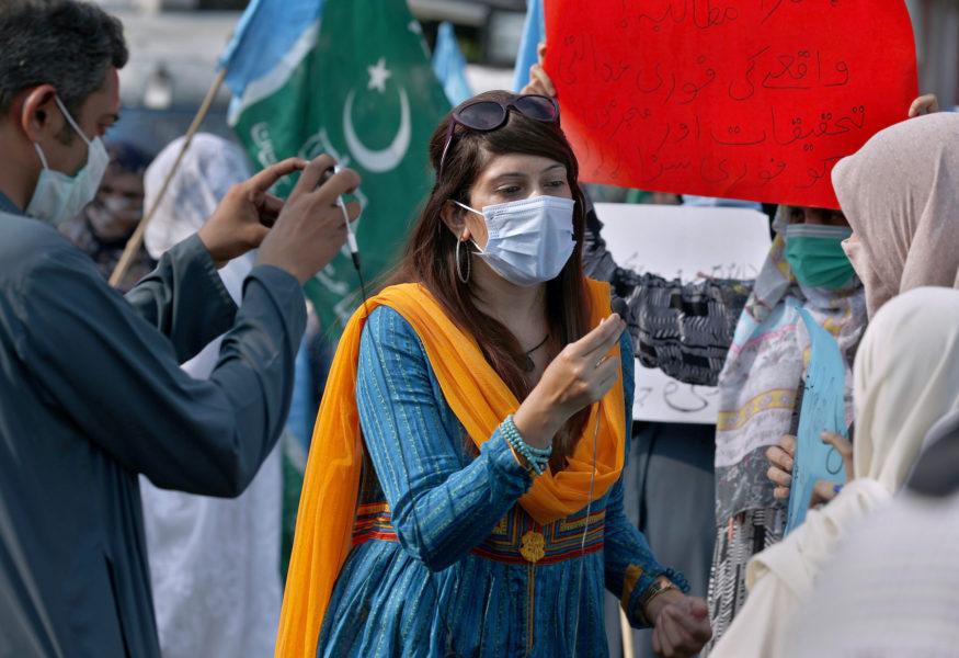 Mona Khan, en frilansande kvinnlig journalist under en intervju i Islamabad, Pakistan i september 2020.