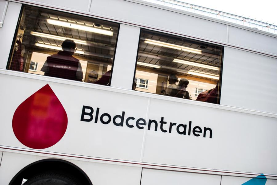 Betydligt fler unga kvinnor än unga män anmäler sig för att bli blodgivare.