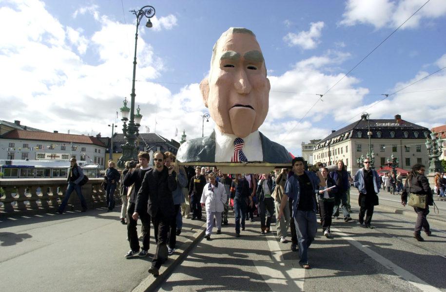 Demonstranter mot USA:s dåvarande president George W Bush och Europeiska rådets möte på Svenska mässan i Göteborg.