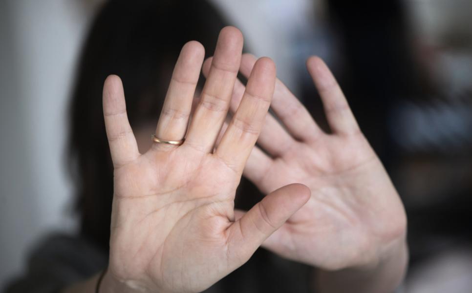 En ung flicka misshandlades upprepade gånger av sin mamma för att hon vägrade gifta sig.