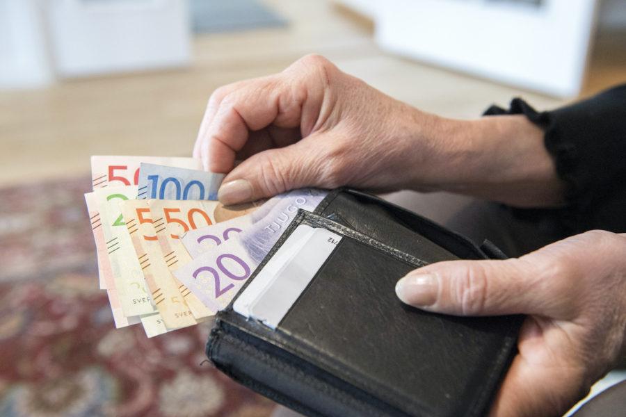 De som tjänar mest på jobbskatteavdraget i kronor är de med en lön på runt 32 100–53 720 kronor i månaden.