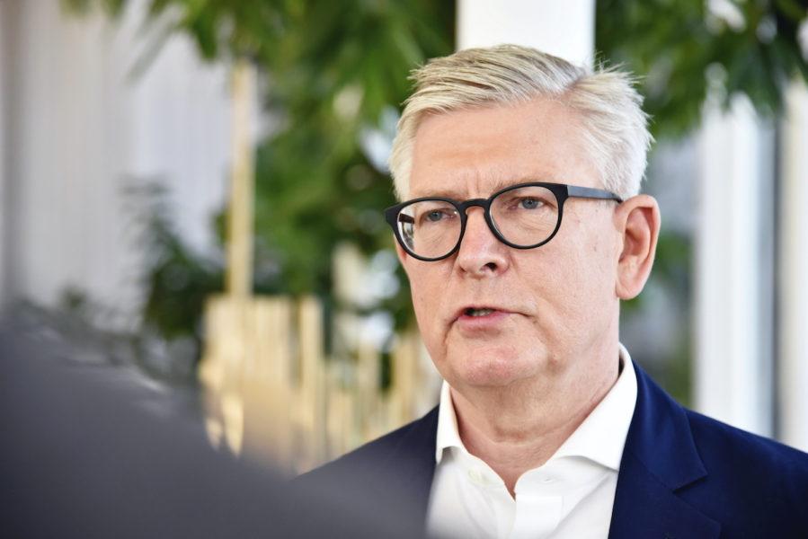 Börje Ekholm, vd för Ericsson, är en av de 500 personer som fick höjda bonusar och rörliga ersättningar under pandemiåret.
