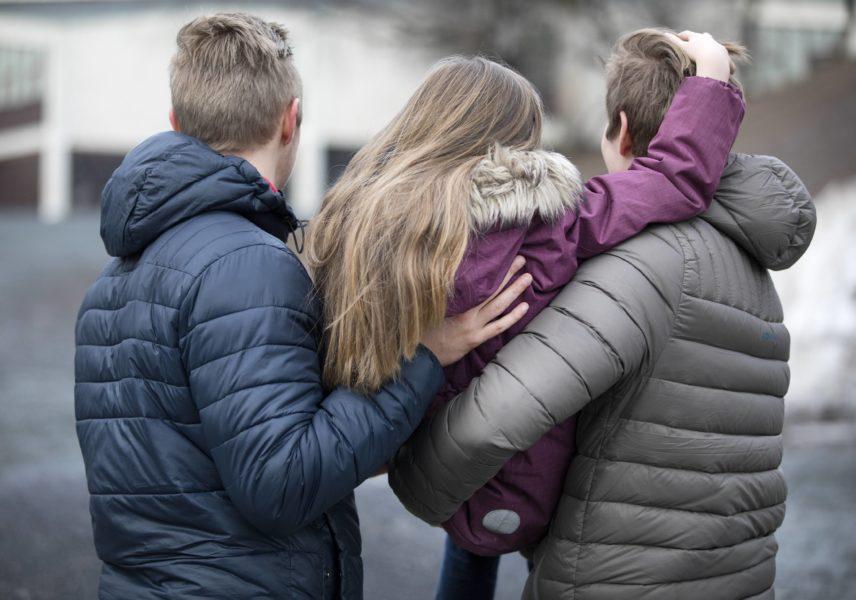 Samkönade pars föräldraskap ska erkännas i Sverige.