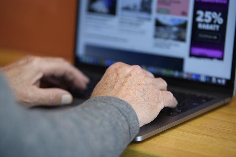Att byta jobb kan bli svårare ju äldre man blir på grunda av en rad fördomar, det menar fackförbundet Akavia.