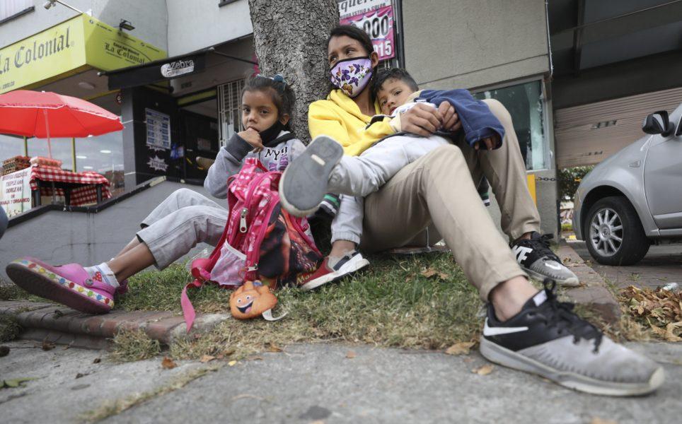 Flyktingkrisen i Venezuela, som spiller över på närliggande länder, är mycket underfinansierad, varnar IOM för.