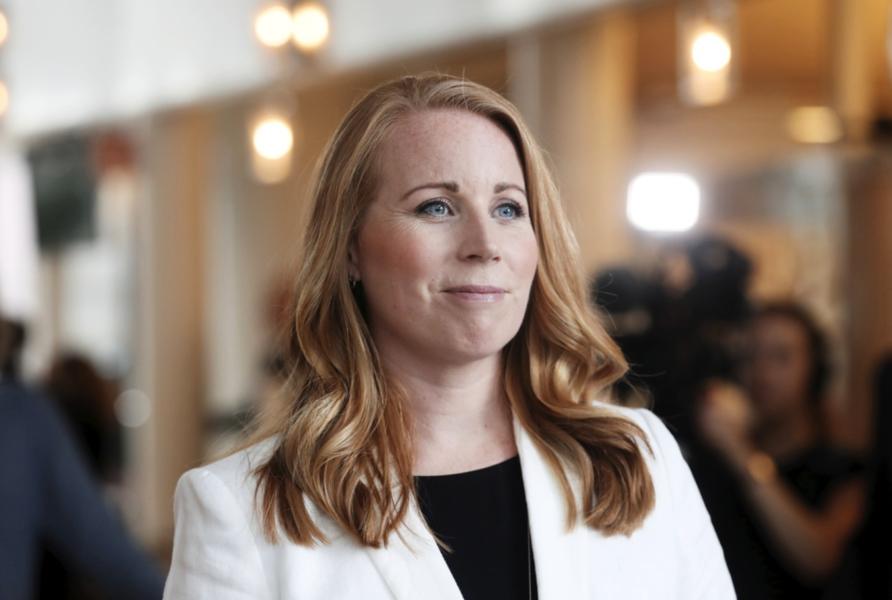 Centerpartiets partiledare Annie Lööf (C) anser att Miljöpartiet får finna sig i den överenskommelse som C slutit med regeringen.
