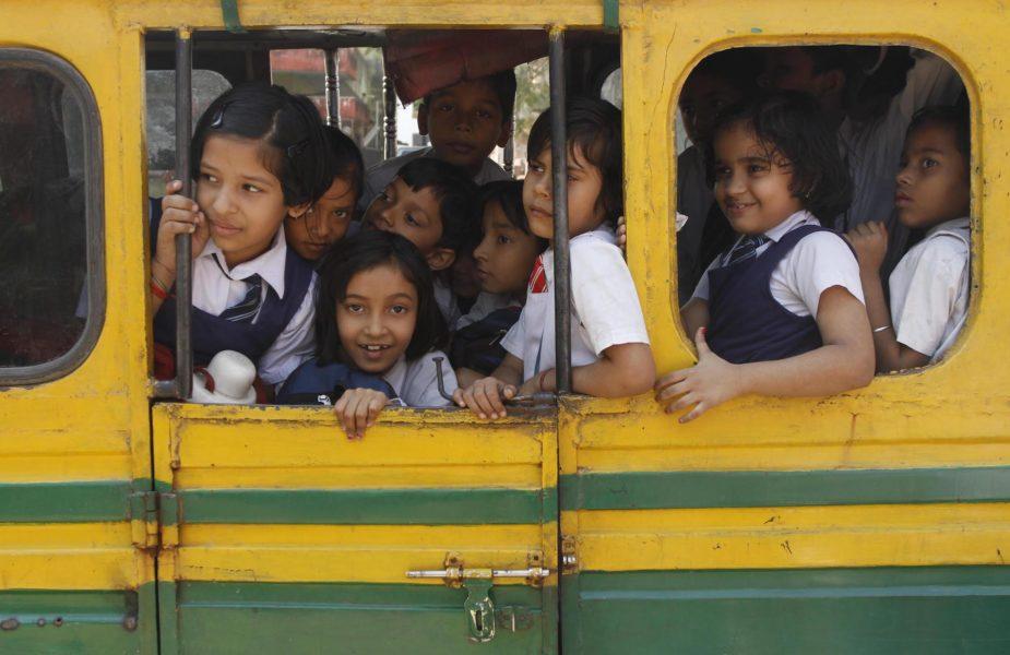 Det föds för många barn i Uttar Pradesh, anser de styrande i den indiska delstaten.