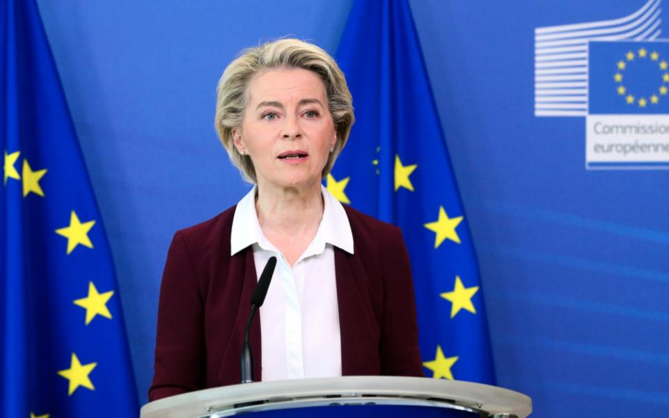 EU-kommissionens ordförande Ursula von der Leyen drar igång formella klagomål mot hur Ungern och Polen hanterar hbtq-rättigheter.