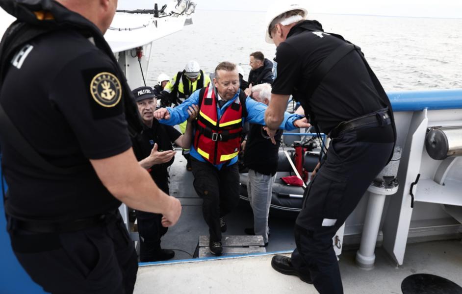 Jonas Bäckstrand, Statens haverikommissions utredningsordförande, i hamnen innan avgång med båt för att påbörja undersökningen av fartyget Estonia.