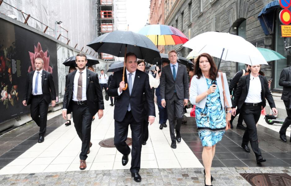 Statsminister Stefan Löfven med ministrar vid en pressträff på Riksplan efter att ha presenterat sin nya regeringen i riksdagen.