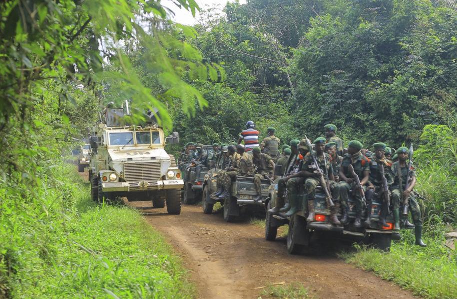 Kongolesiska soldater patrullerar tillsammans med FN-soldater i det oroliga norra Kongo-Kinshasa.