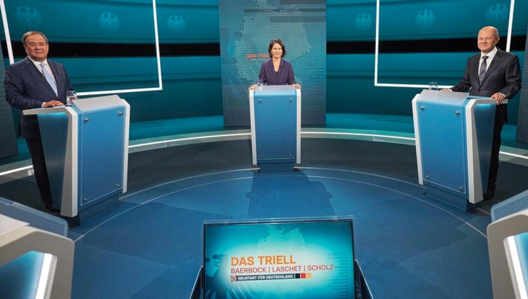 De tre kanslerkandidaterna Armin Laschet (CDU), Annalena Baerbock (De gröna) och Olaf Scholz (SPD) i studion i Berlin.