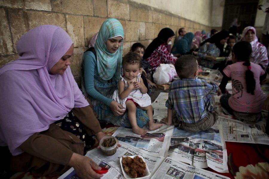 Vill du ha ett mätt barn eller fyra hungriga? Egyptens president vill införa ettbarnspolitik.