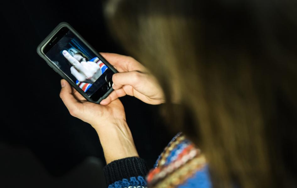 Många drar sig för att ge sig in i politiskt laddade frågor online av rädsla för näthat.