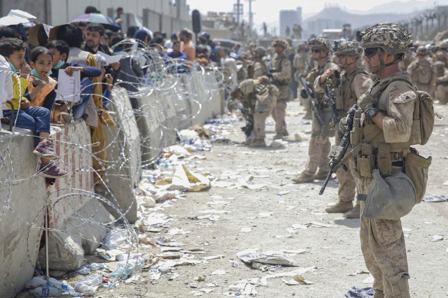 Amerikanska soldater vid flygplatsen i Kabul.