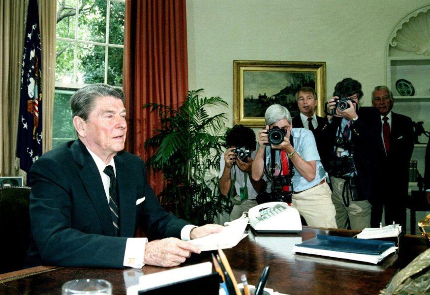 USA:s dåvarande president Ronald Reagan i ett tal till Representanthuset 1986 för att begära stöd till Contras i Nicaragua.