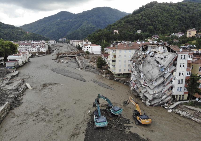 Staden Bozkurt i Turkiet har drabbats hårt av kraftiga översvämningar.
