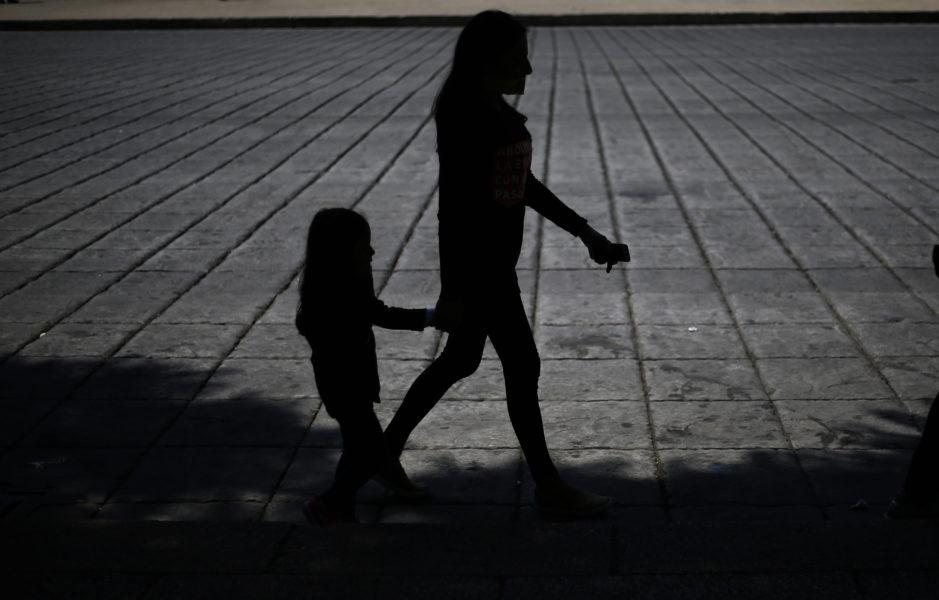 En tredjedel av alla som faller offer för traffickingnätverk globalt är barn.