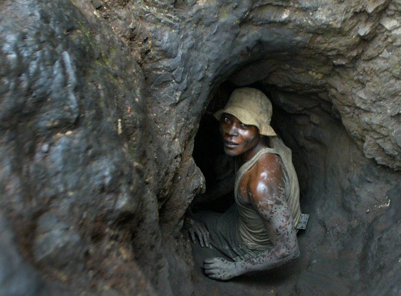 Världen måste ställa om till en hållbar produktion, men jakten på nya mineraler och viktiga komponenter för en grön omställning är inte alltid bra för planeten eller de människor, som ibland arbetar under slavliknande förhållanden.