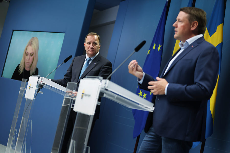 Statsminister Stefan Löfven (S) och Kommunals ordförande Tobias Baudin håller en pressträff i Rosenbad.
