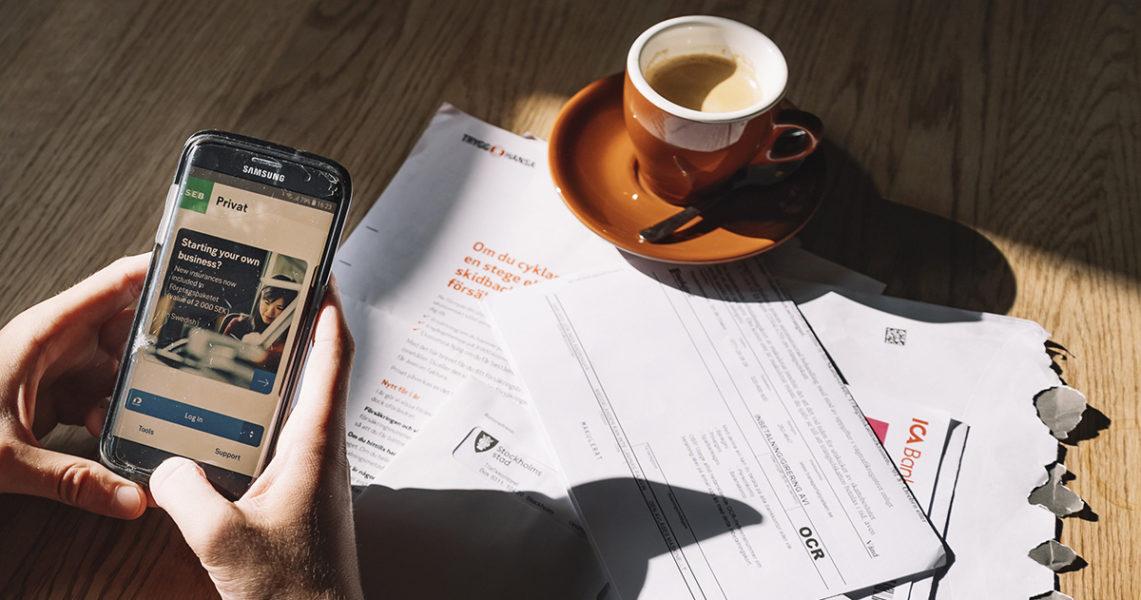 När det inte fungerade att betala räkningarna digitalt gick Gunnel Malm till bankkontoret, men det hade slagit igen utan att tala om det för kunderna.