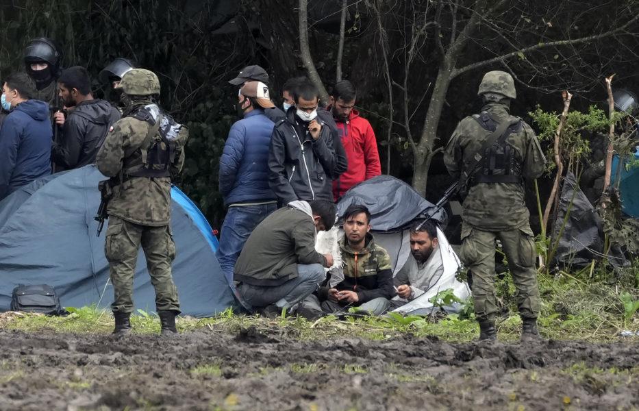 Flyktingar från Afghanistan och Irak på gränsen mellan Polen och Belarus den 1 september 2021.