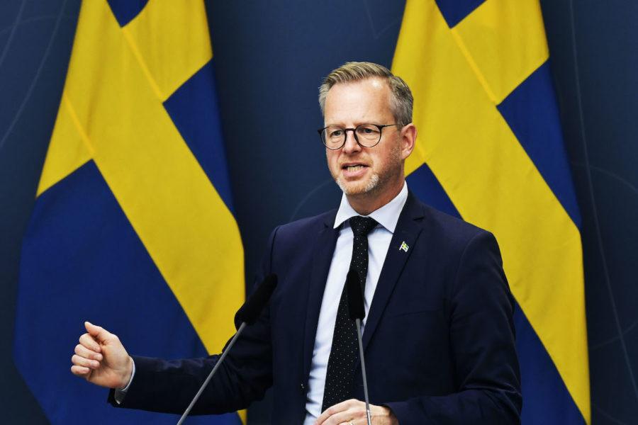 Mikael Damberg klargjorde att samhällets offensiv mot kriminella nätverk och gäng kommer att fortsätta.