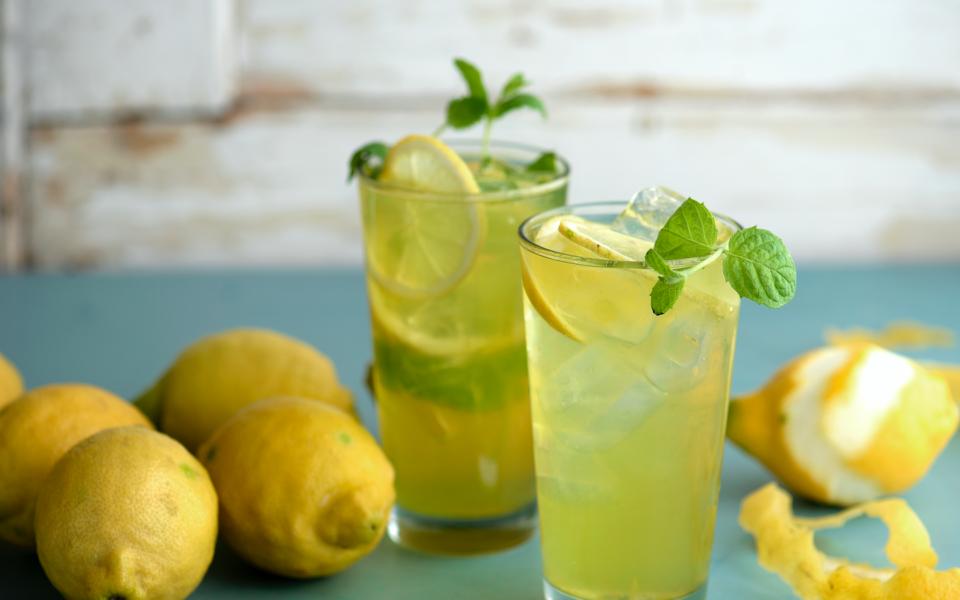 Citron, socker och vatten, så enkelt är det.