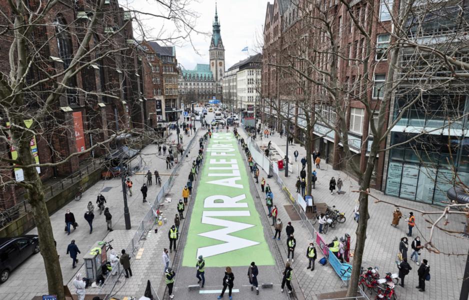 Tyska Fridays for future-aktivister vid en manifestation i Hamburg i våras.