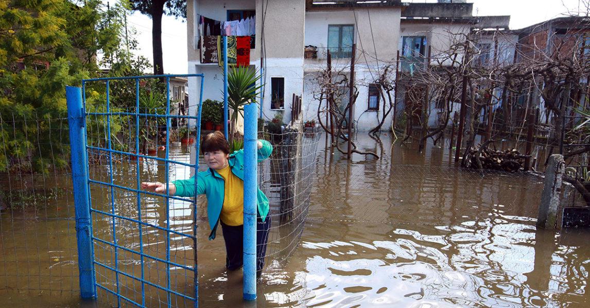 Översvämning i Darzeze i Albanien 2015.