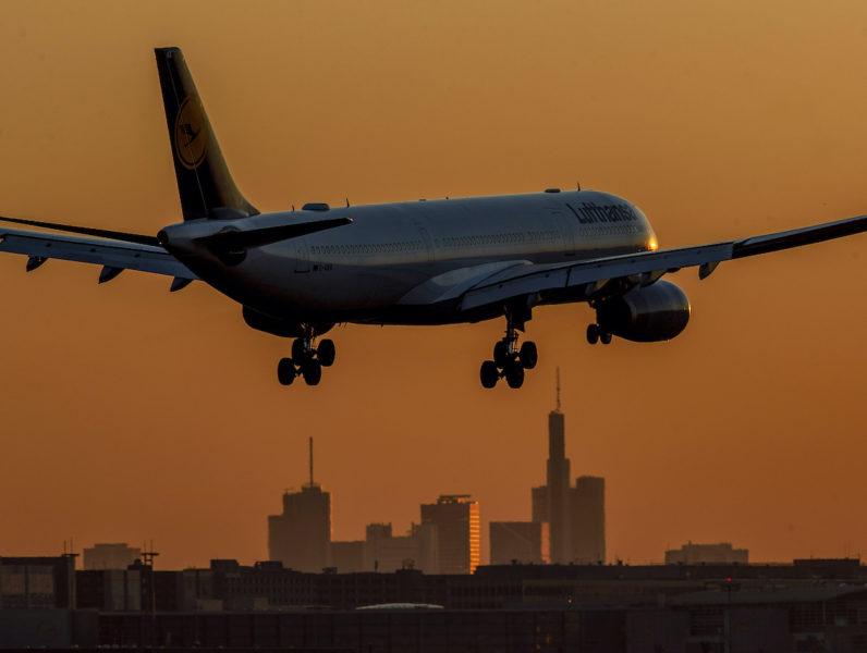 Utsläpp från flyg sker på hög höjd och har därför högre klimatpåverkan.